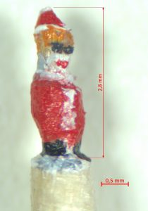 Weihnachtsmann mit einer Größe von 2,8 Millimeter