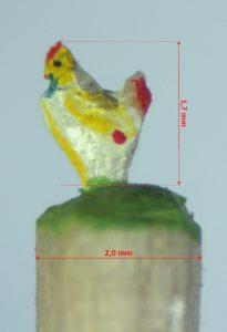 Weiß gelbes Huhn mit roten Punkten, 1,7 mm klein