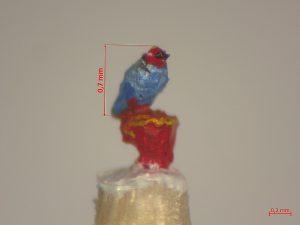 blauer Vogel roter Kopf 0 Komma 7 mm klein